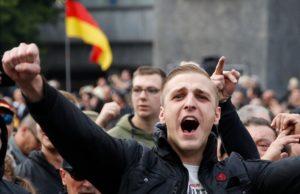 Для выходцев из стран СНГ русский язык остается основным для общения со своими соотечественниками