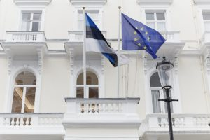 Посольство Эстонии в Москве и все специализированные центры придерживаются единых сроков рассмотрения представленных бумаг от граждан России