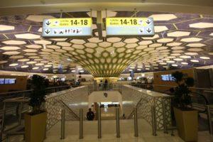 В случае если туристы направляются в третью страну со стыковкой в аэропорту Абу-Даби и время между рейсами равно или превышает 8 часов, по прилете можно оформить транзитную визу