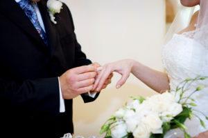 Что касается Канады, то просто выйти замуж/жениться, чтобы уехать, будет мало. Процесс растягивается на долгие годы, а принимающая сторона(которая живет в Канаде) обязана будет вас спонсировать на протяжении 2-х лет