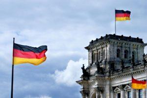Если соискатель претендует на престижное и высокооплачиваемое рабочее место, то одним из обязательных условий для его получения будет наличие признанного в Германии диплома о высшем образовании