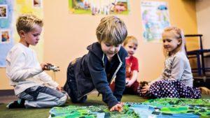 В Финляндии каждый ребёнок, не достигший школьного возраста, имеет право на дошкольное воспитание