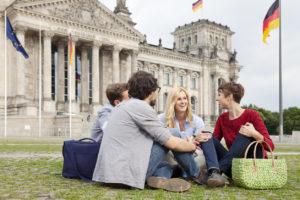 Стоимость большинство бакалавр программ в государственных вузах Германии составляет 100 евро за семестр