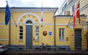 в посольство